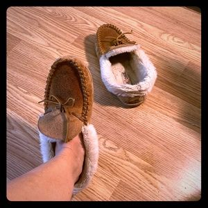 minnetonka moccasin Fuzzy shoes slippers house